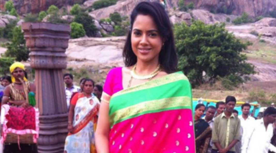 'I work on acceptance every day': Sameera Reddy talks about 'back flab' and body positivity